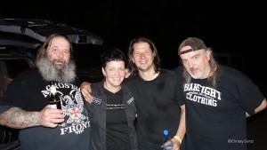 Alle glücklich und erschöpft: Oimel, icke (Chrissy), Henny und Klaus nach dem Konzert